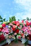 Flores do casamento na frente do casamento. Fotos de Stock Royalty Free