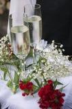 Flores do champanhe dos vidros do casamento Fotografia de Stock Royalty Free