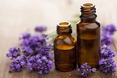 Flores do petróleo essencial e da alfazema Fotografia de Stock Royalty Free