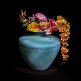 Flores do vaso na vida ainda Imagem de Stock