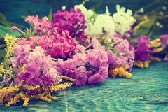 Flores do verão na mesa Foto de Stock Royalty Free