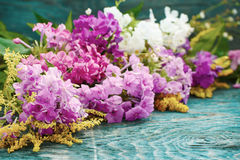 Flores do verão na mesa Imagem de Stock