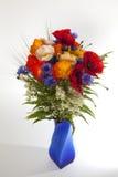 Flores do verão no vaso no fundo branco Foto de Stock Royalty Free