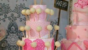Flores dos biscoitos e velas dos acessórios do casamento video estoque