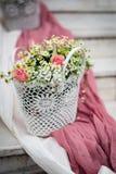 Flores e backround branco e cor-de-rosa Foto de Stock Royalty Free
