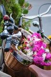 Flores e bicicletas Imagens de Stock Royalty Free