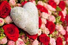 Flores e coração Fotos de Stock Royalty Free