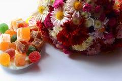Flores e doces do outono imagens de stock royalty free
