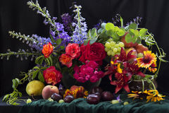 Flores e fruta Foto de Stock Royalty Free