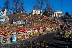 Flores e velas em Kiev Ucrânia após a revolução da dignidade Imagem de Stock Royalty Free