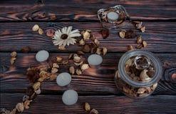 Flores e velas secas Fotos de Stock Royalty Free