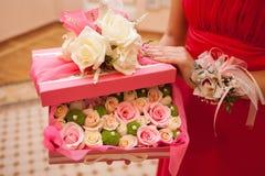 Flores em uma caixa cor-de-rosa Imagens de Stock Royalty Free