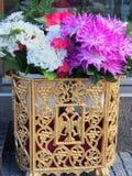 Flores em uns potenciômetros Fotografia de Stock Royalty Free