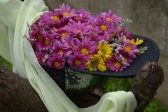 Flores en casquillo Fotos de archivo libres de regalías