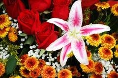 Flores en el mercado de Ecuador Foto de archivo libre de regalías
