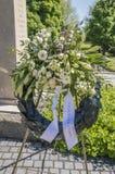 Flores en el monumento Amsterdamseweg Amstelveen de la guerra los Países Bajos imagen de archivo libre de regalías