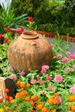 Flores en el parque. Foto de archivo libre de regalías