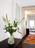 Flores en florero Imágenes de archivo libres de regalías