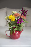 Flores en florero Imagenes de archivo
