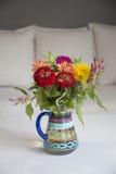 Flores en florero Foto de archivo
