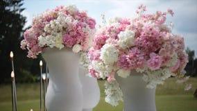 Flores Blancas Y Rosadas Artificiales Hermosas Almacen De Video
