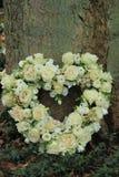 Flores en forma de corazón de la condolencia Fotografía de archivo