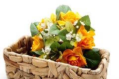 Flores en la cesta del líber Imagenes de archivo