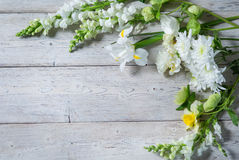 Flores en los tableros blancos Imagen de archivo