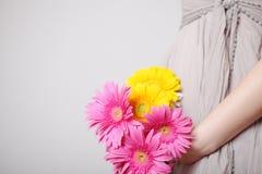 Flores en manos Imágenes de archivo libres de regalías