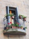 Flores en Sienna Balcony, Italia foto de archivo