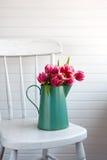 Flores en silla Imagen de archivo libre de regalías