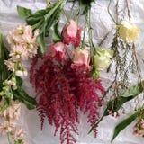 Flores en una tabla Imágenes de archivo libres de regalías