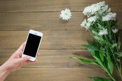 Flores en una tabla de madera Imágenes de archivo libres de regalías
