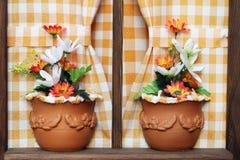 Flores en vintage de la ventana Imágenes de archivo libres de regalías