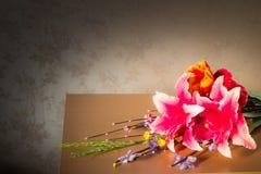 Flores falsas adornadas fotos de archivo