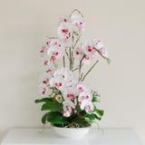 Flores falsas hechas del paño Imagen de archivo