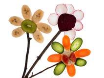 Flores feitas das frutas da terra. foto de stock royalty free