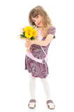 Flores felizes da terra arrendada da menina Imagens de Stock Royalty Free
