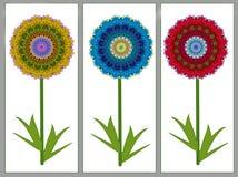 Flores hechas de los géneros de punto vistos a través de un caleidoscopio Foto de archivo libre de regalías