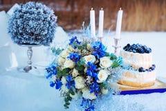 Flores hermosas que se casan el arreglo de la decoración de la tabla Foto de archivo