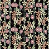 Flores inconsútiles con el modelo de flores rosado en fondo negro Foto de archivo libre de regalías