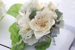 Flores macro de Wite no carro grande 3 do casamento imagem de stock royalty free
