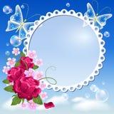 Flores, mariposas en el cielo y marco de la foto Fotografía de archivo