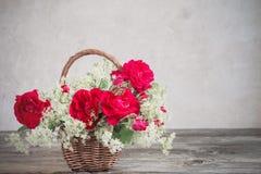 Flores na cesta Imagens de Stock
