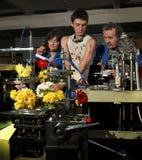 Flores na produção de máquinas na fábrica Fotografia de Stock