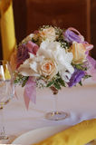 Flores na tabela Fotografia de Stock