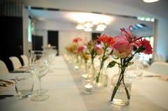 Flores na tabela Imagens de Stock