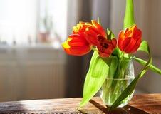 Flores na tabela Imagem de Stock Royalty Free