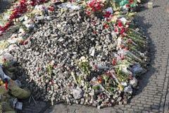 Flores nas barricadas de Kiev Fotos de Stock Royalty Free