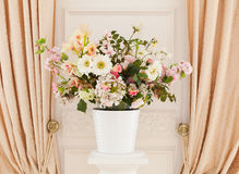 Flores no flowerpot Fotografia de Stock Royalty Free